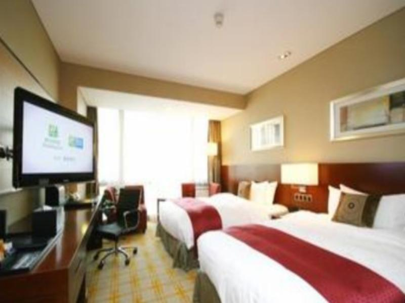 Holiday Inn Deluxe Room