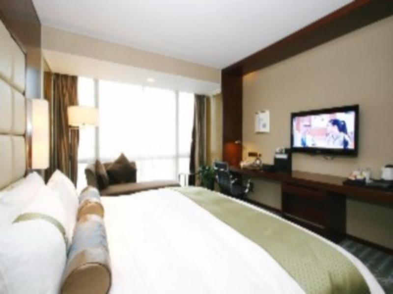 1 King Bed Executive Suite Smoking