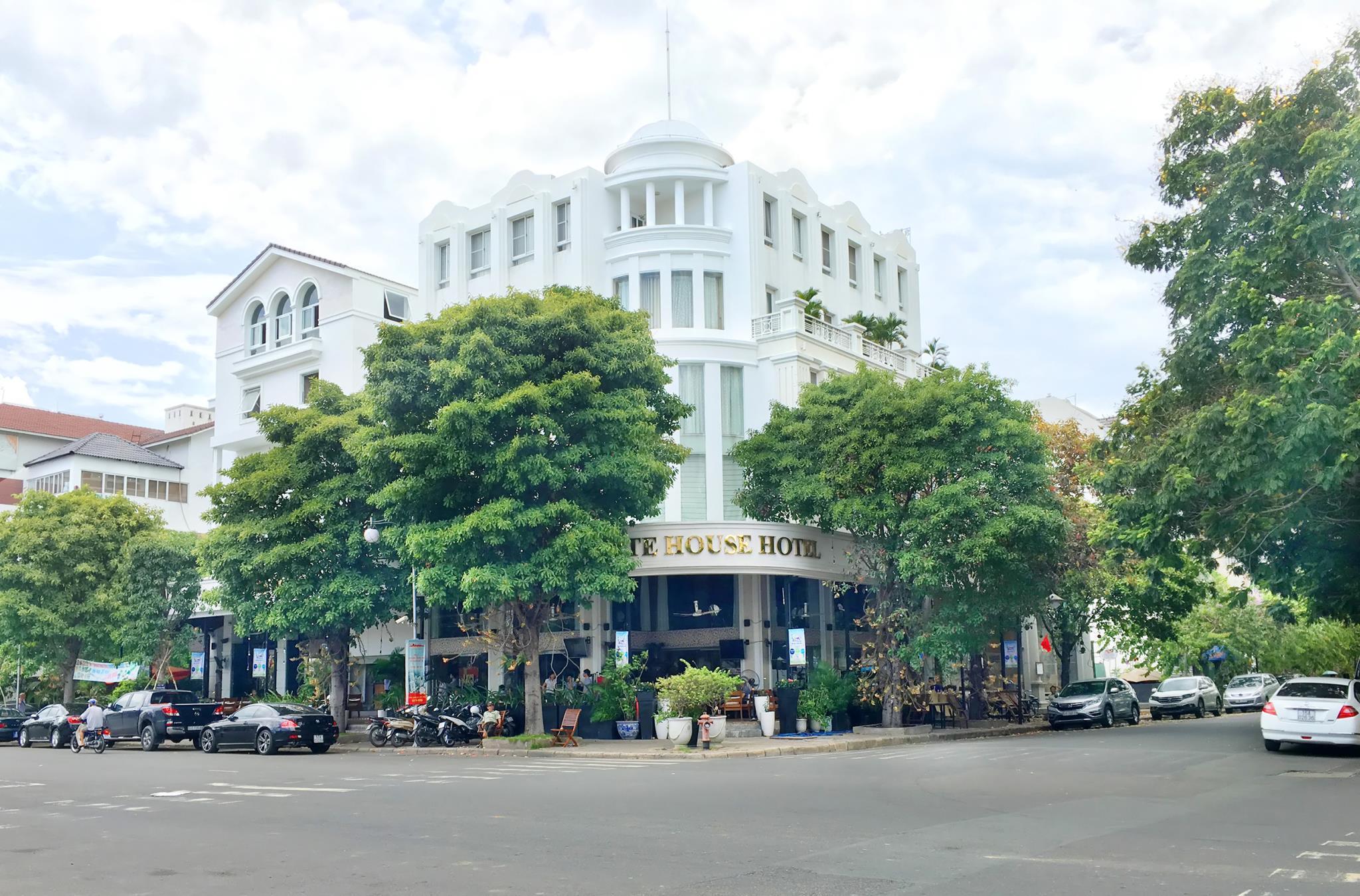 The White Hotel Phu My Hung