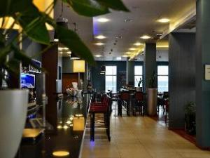 Holiday Inn Express Warsaw Airport