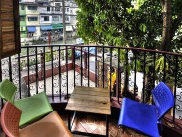 Queen Suriya Hostel Bangkok