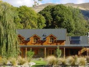 Wanaka Homestead Lodge and Cottages