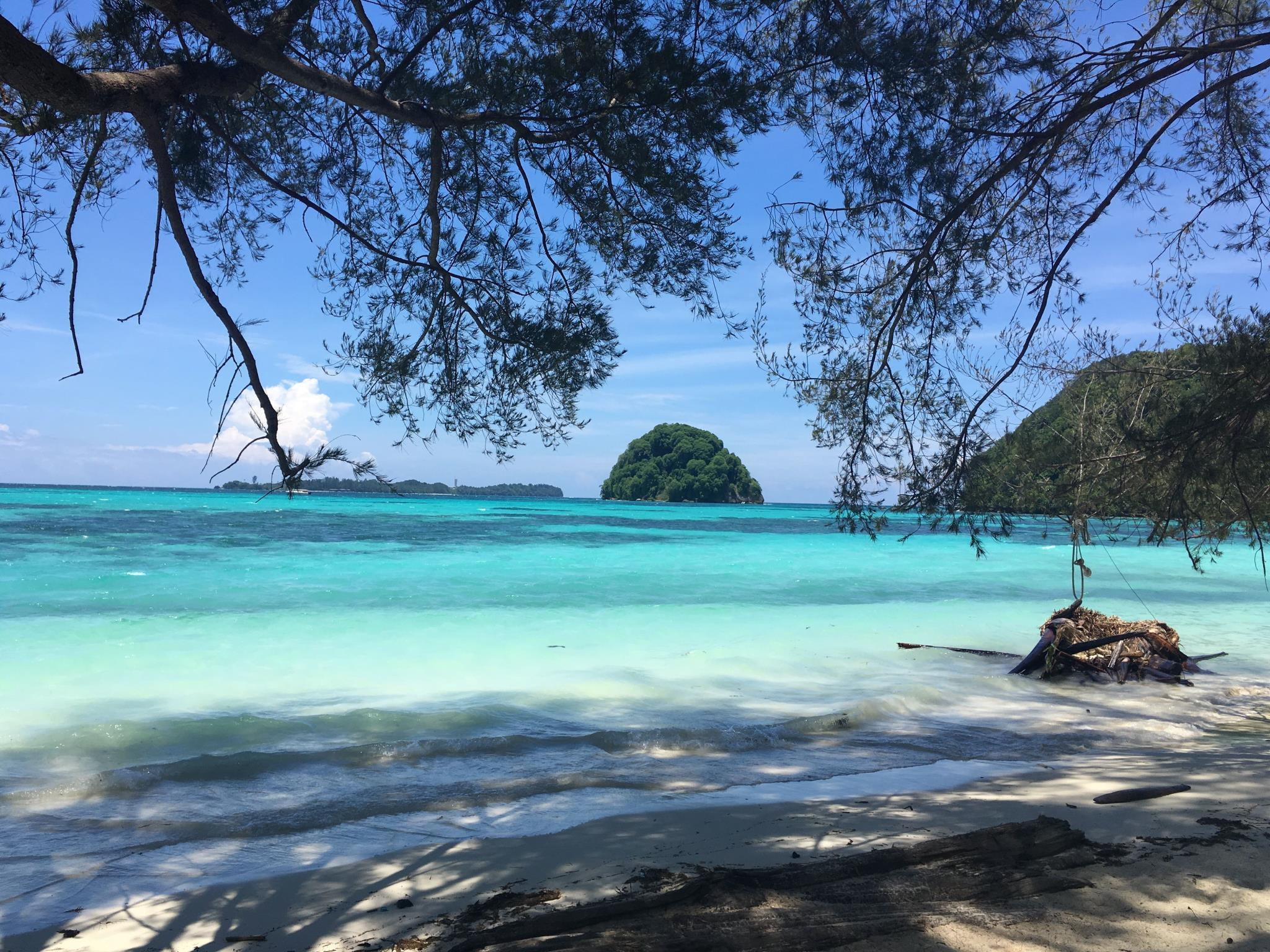 Greenhouse EcoLodge (honeymoon beach chalet)