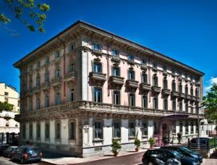 蒙福爾城堡酒店