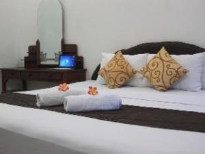 關於拉圖旅館 (Hotel Ratu)