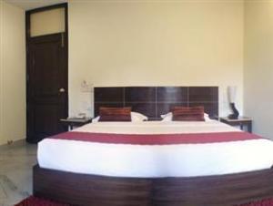 FFOUR Delhi Hotel