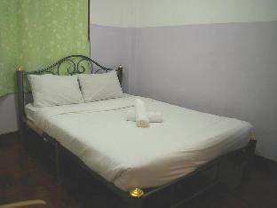 ムーム ポンクライ ホステル & スパ Moom Pon Khlai Hostel & Spa