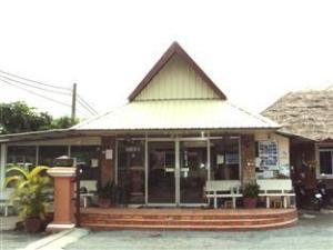 Tentang Sbov Meas Bungalow & Restaurant (Sbov Meas Bungalow & Restaurant)