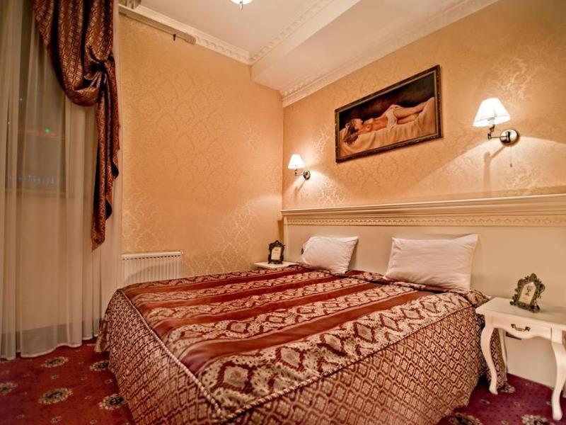 Royal De Paris Hotel