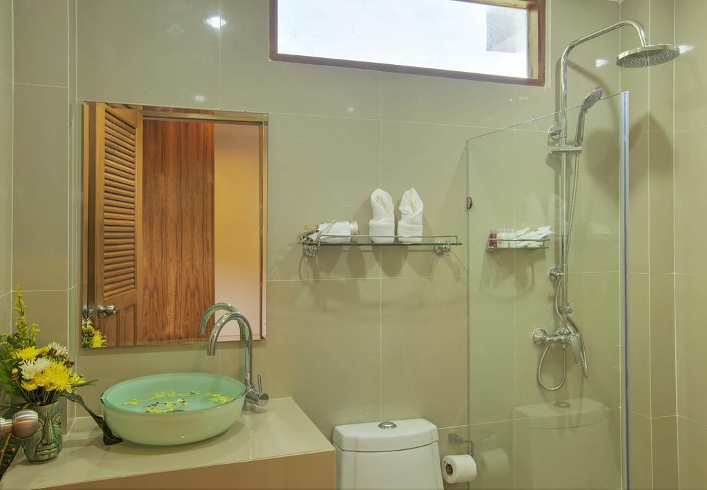 Luxury 8 Bedroom Villa Sleeps 16 in Patong Phuket Discount