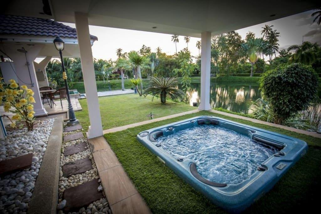 Review Private Luxury Villa 4 Bed with pool in pattaya