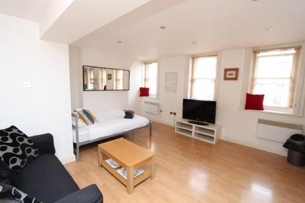 Convenient double bed studio, Bristol City Centre Bristol