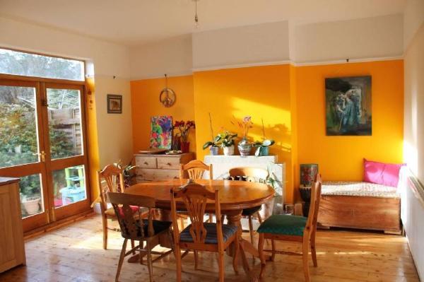 Bright Family Home with Garden Bristol