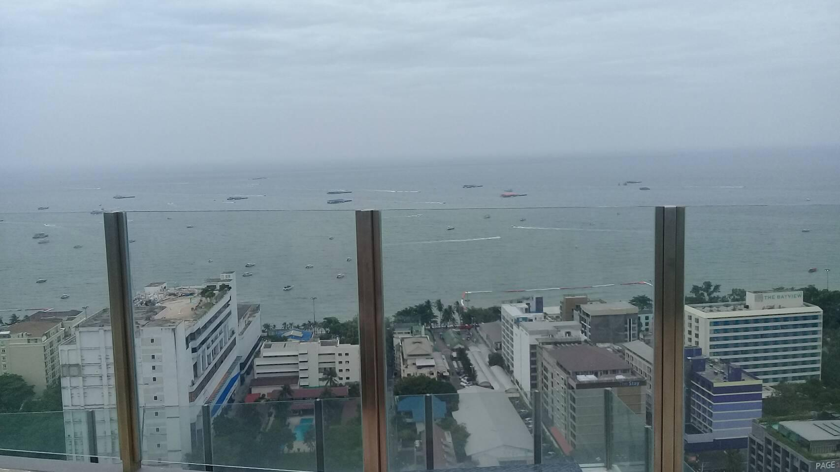 Review THE BASE CONDO CENTRAL PATTAYA WITH SEAVIEW POOL