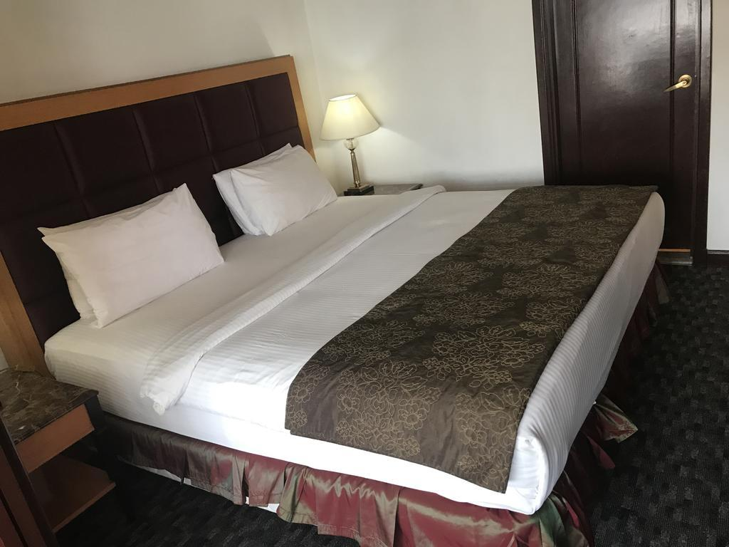 Queens Service Suite At Times Square KL