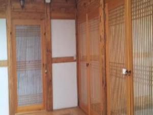 Kimchi Hanok Guesthouse