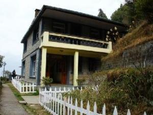 Rhododendron Dell Exoctic Resort - Darjeeling