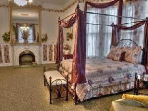 Elmira'S Painted Lady Bed And Breakfast