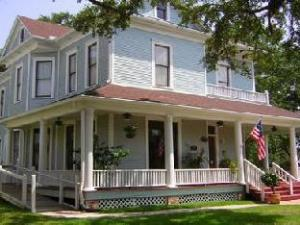 The Booker Lewis House Bed And Breakfast