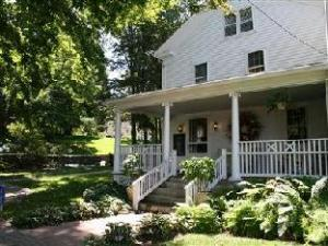 Longwood Country Inn Bed And Breakfast