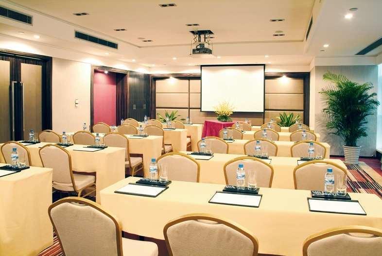 Howard Johnson by Wyndham Huaihai Hotel Shanghai