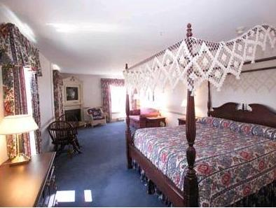 The Loyalist Country Inn 1