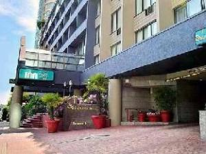 Quality Downtown Inn At False Creek Hotel