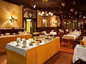 Tentang Hotel Saturnia & International (Hotel Saturnia & International)