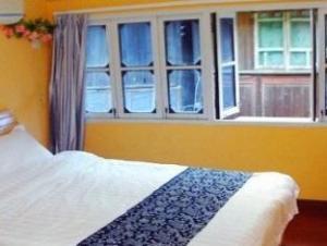 Wuzhen Half a Cloud Inn