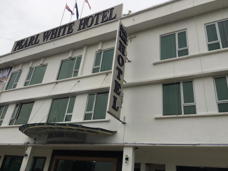 Pearl White Hotel