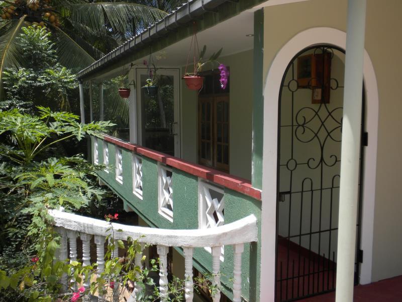 Hill Crest Home Hanthana