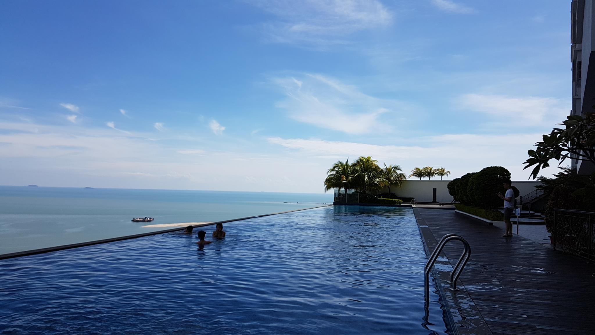 Silverscape Luxury City View A29 +Infinity Pool
