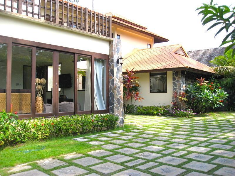 Baan Chaba - Luxury Private Pool Villa บ้านชบา - ลักชัวรี ไพรเวท พูลวิลลา