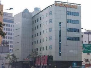 아스토리아 호텔  (Astoria Hotel)