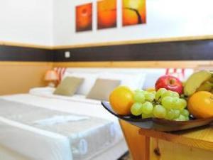 อโรรา อินน์ แอท มาฟูชี ไอส์แลนด์ มัลดีฟส์ (Arora Inn at Maafushi Island Maldives)
