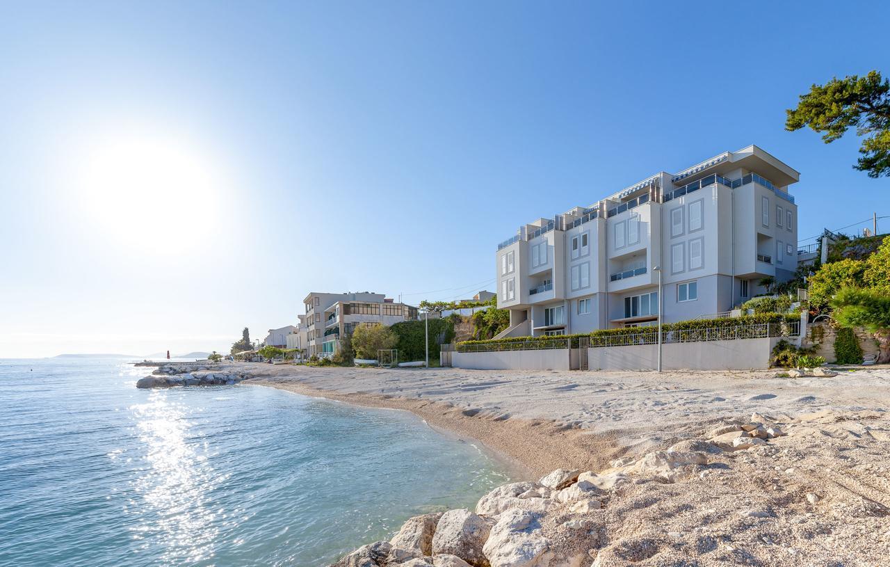 Spacious Beachfront Apartment Tanita No.1