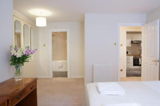 Great 2 Bedroom Apartment next to Victoria Station