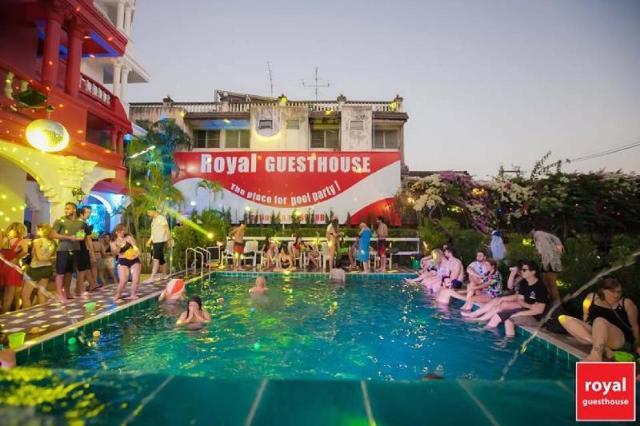 รอยัล ไนต์ บาซาร์ โฮเทล – Royal Night Bazaar Hotel