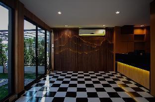 The O-Zone Airport Inn
