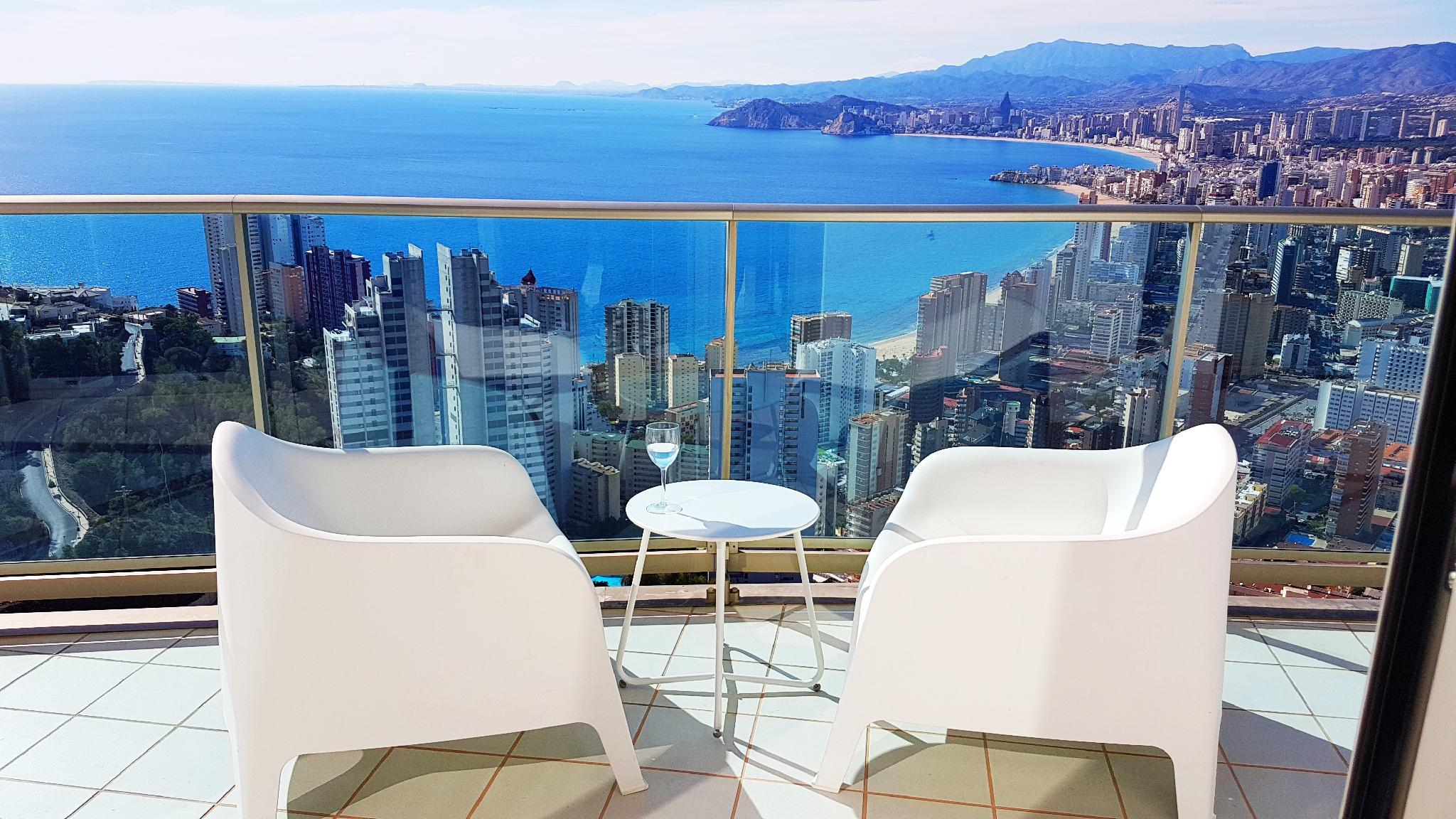 Apartment With Breathtaking Views  Floor 40