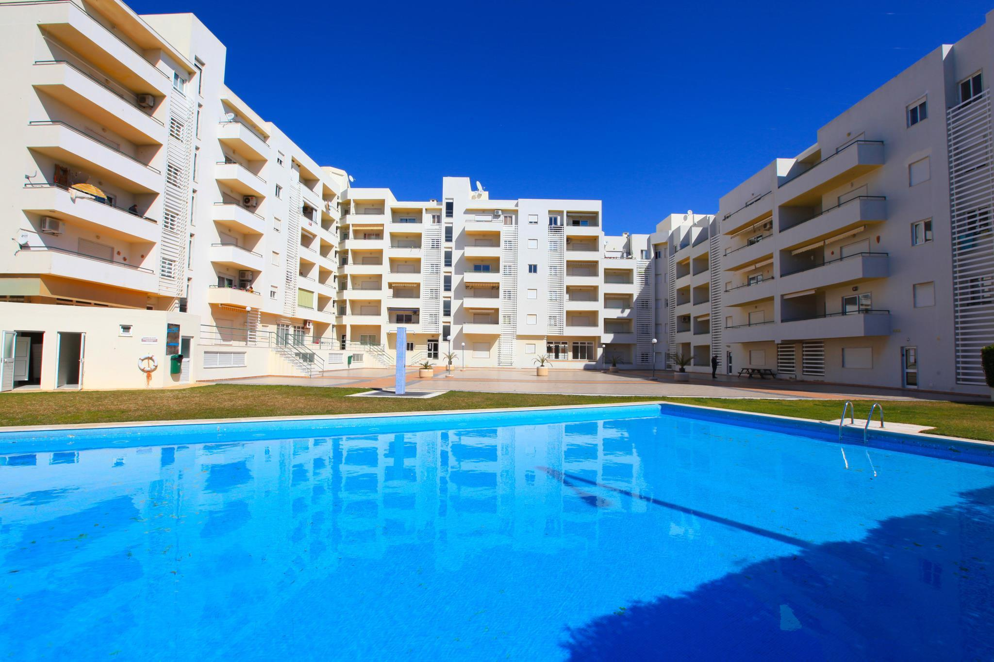 1 Bed Apt 800m From Beach And Close To All Amenities