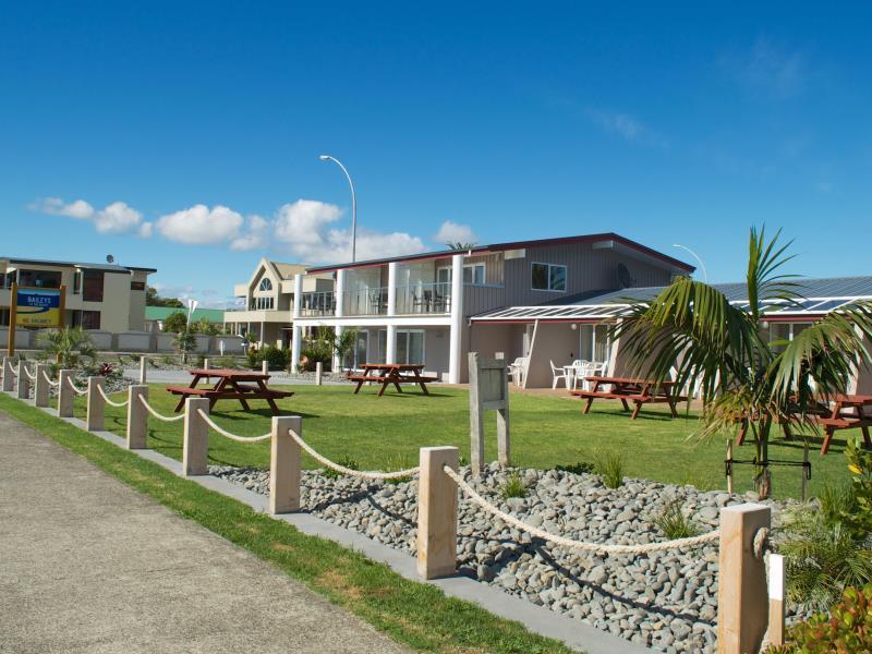 Baileys At The Beach Motel