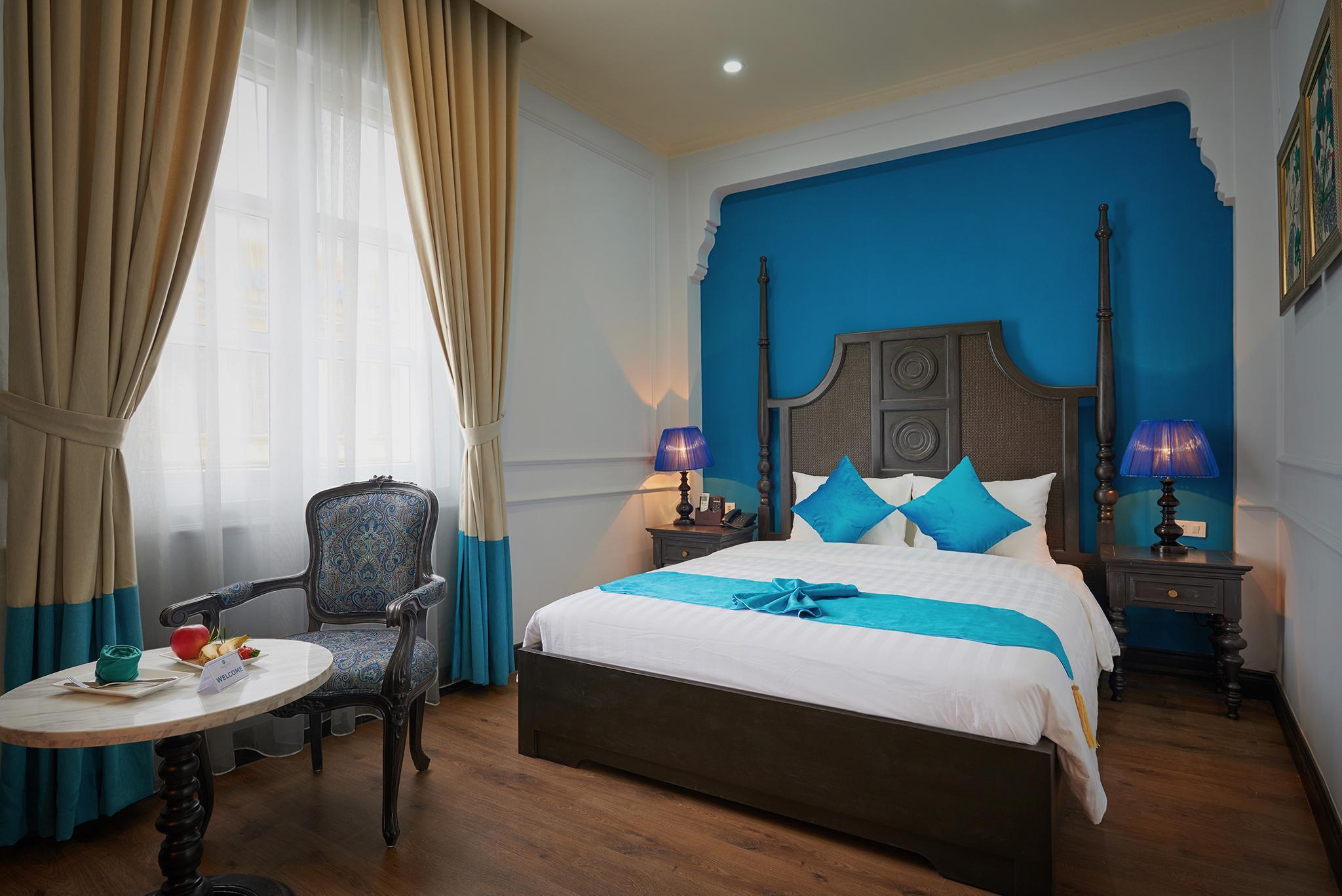 Manoir Des Arts Hotel