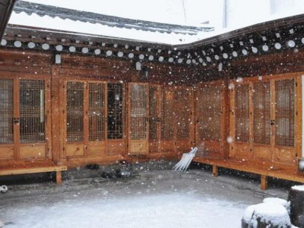 Hue Ahn Hanok Guesthouse Seoul
