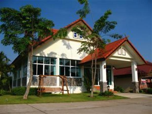 Chom Dao Hotel & Resort Sakon Nakhon