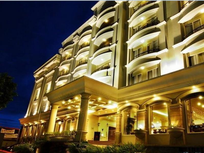 M   Regency Hotel
