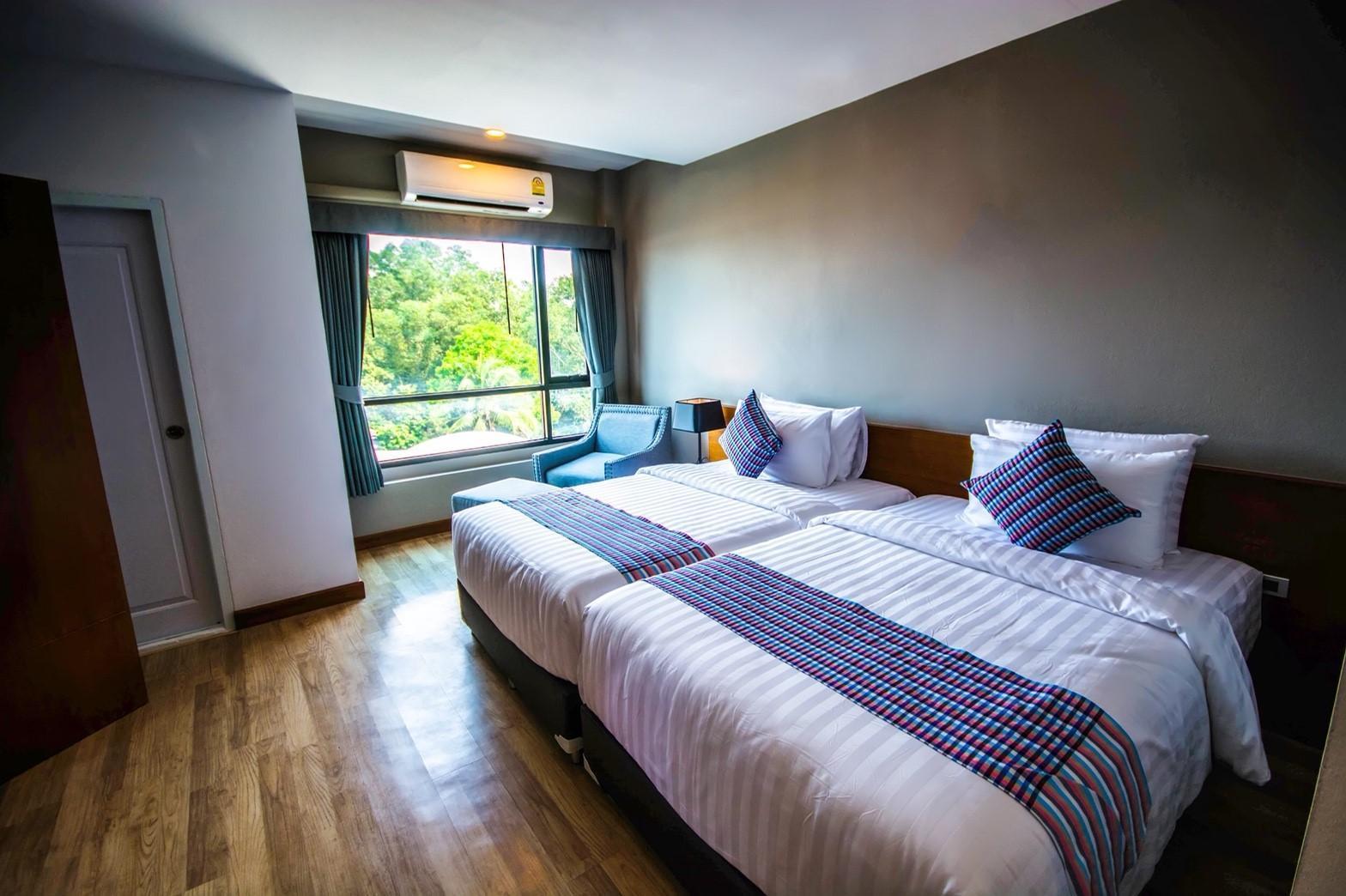 Comet Hotel Surat Thani Reviews