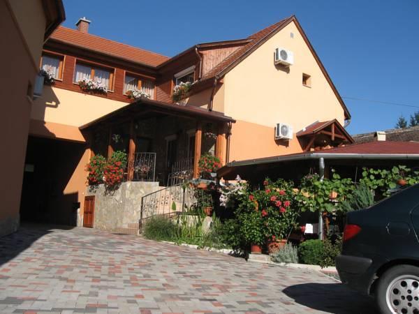 Rozmann Family Panzio And Apartmanhaz