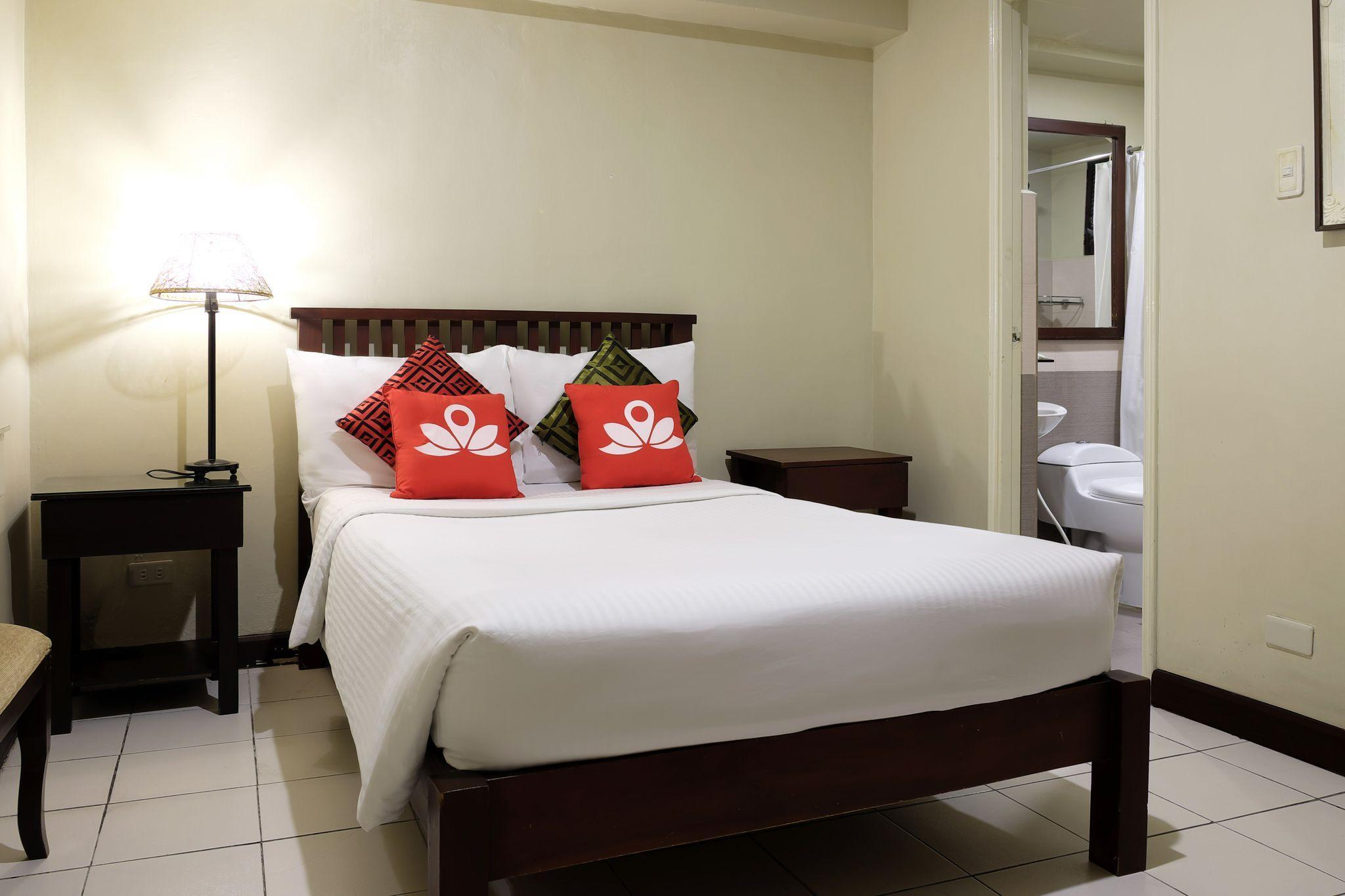 ZEN Rooms Poblacion Makati