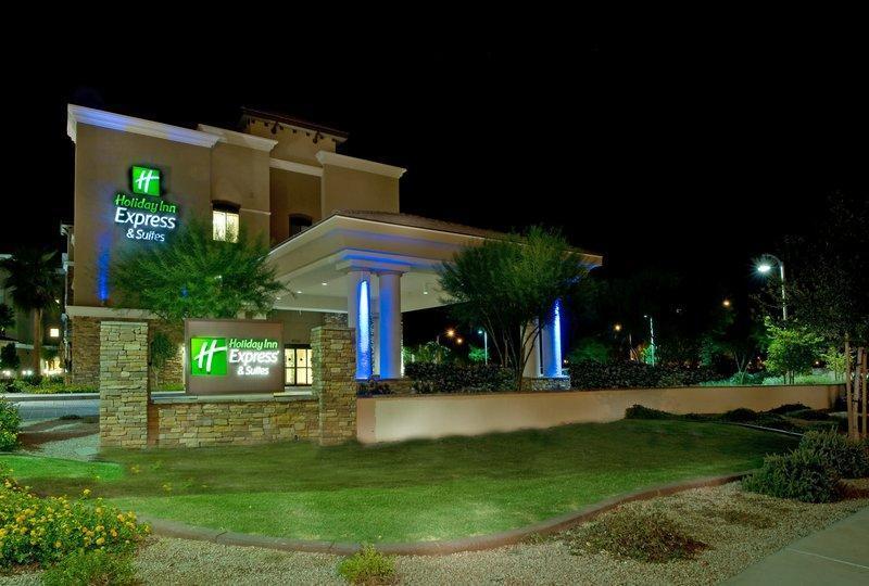Holiday Inn Express & Suites Phoenix - Glendale Sports Dist